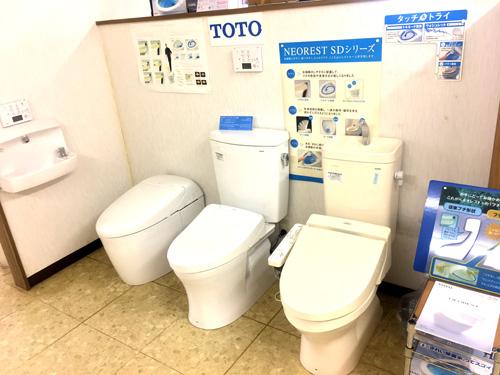 ショールーム展示の温水洗浄機能付トイレ